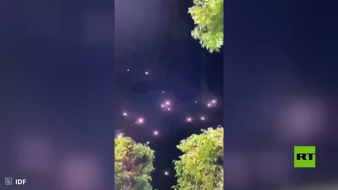 شاهد.. لحظة اعتراض وابل من صواريخ فوق تل أبيب  - نشر قبل 2 ساعة