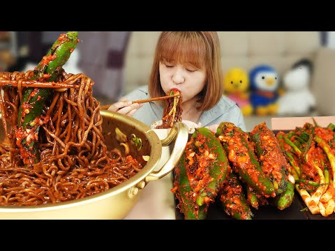 MEMASAK MUKBANG :) Kimchi Cabai Pedas, Kimchi Daun Bawang, Mie Kacang Hitam.