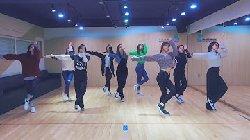[mirrored & 50% slowed] TWICE - HEART SHAKER Dance Video (Practice Room Ver.)