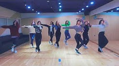 [mirrored & 50% slowed] TWICE - HEART SHAKER Dance Video (Practice Room Ver.)