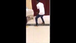 بالفيديو.. لاعب النصر يهدى زميله المُصاب هدية غريبة
