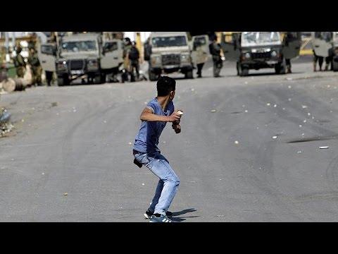 يورو نيوز: آلاف المتظاهرين في خان يونس احتجاجا على مقتل ستة فلسطينيين برصاص القوات الإسرائيلية