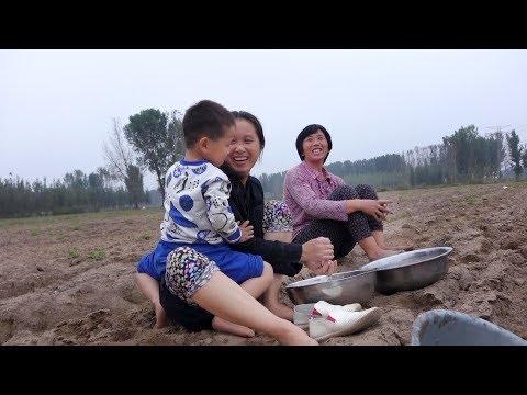 姑姑让农村三岁小宝宝留下吃饭,宝宝回答让她啼笑皆非,萌萌哒! 【泥土的清香】