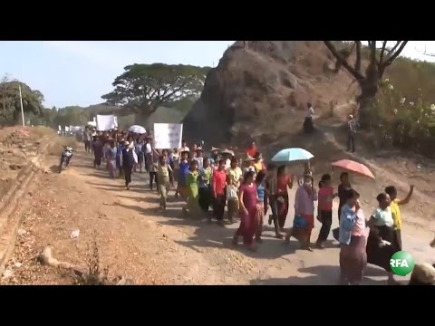 Mrauk U Residents Protest to End Fighting in Rakhine State