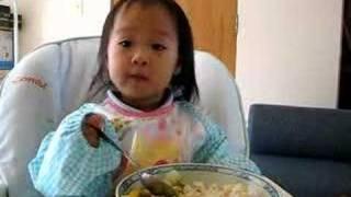 小喬吃飯和炒青菜