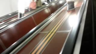 Эскалатор в оформлении 9 мая