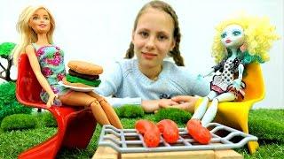 Барбекю вечеринка у Барби с подружками. Видео для детей