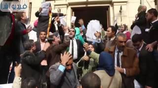 بالفيديو: وقفة احتجاجية للمحامين ضد سامح عاشور