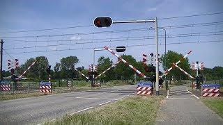 Spoorwegovergang Berghem // Dutch railroad crossing