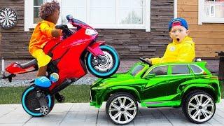 سينيا وصديقه يرسمان سيارة بألوان ملونة