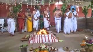 Download Hindi Video Songs - NerurSatguru sadasiva Brahmendra adisthanam yajur vedam 12 4 15  MVI 1219
