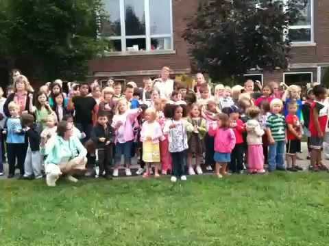 Racine Montessori School sings for peace