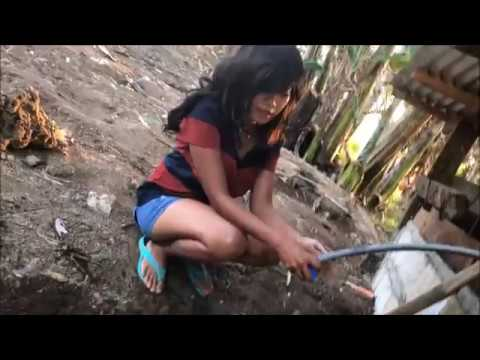 WALLY GIRL FIXING WATER LEAKING -FOREIGNER IN THE PHILIPPINES