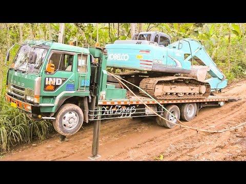 Fuso Self Loader Truck Transporting Kobelco SK200 Excavator