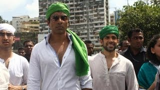 Sonu Sood And Tusshar Kapoor Offer Prayers At Haji Ali Dargah After