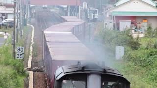 大田市駅で離合する貨物列車を道路橋から撮影(2018/10/7)