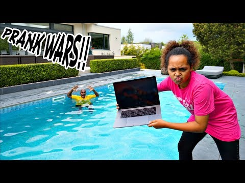 my-dad's-macbook-pro-in-our-swimming-pool-prank!!