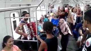 Circo e música no metrô do Recife
