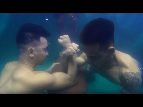 PHD   Đẩy Tạ Vật Tay Dưới Nước Và Cái Kết Bất Ngờ   Weightlifting, Underwater Arm Wrestling