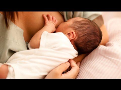Как держать новорожденного при кормлении