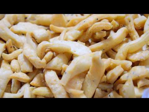 बाजार जैसी खस्ता मठरी बनाने की विधि - Namak Pare Recipe - Tea Time Snacks | Recipeana Recipes
