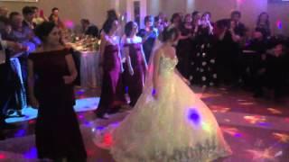 Свадебный батл) подружки невесты и друзья жениха)) лучший батл)