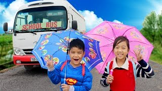Kids Go To School Learn Colors with UMBRELLAS Wheel On The Bus Song Nursery Rhymes