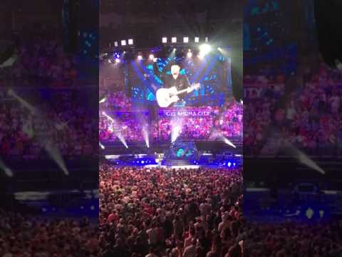 "Garth stops mid performance of ""Unanswered Prayers"" to acknowledge a couples engagement in OKC"