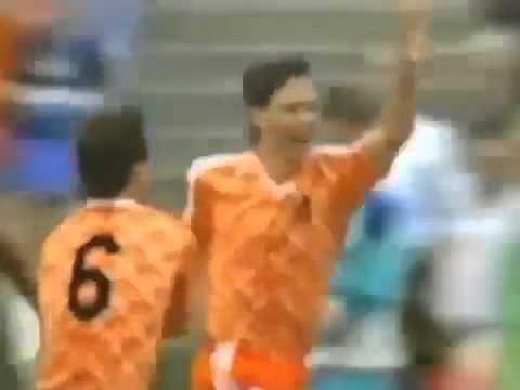 [Great Goal] Van Basten. Netherlands - Sovjet Union 2-0