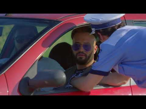 Roby Roberto, la volan. Poliţia: Pull over! Roby Roberto: Ce pulover?