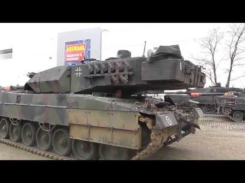 Leopard 2 Panzer Endladung von der Schiene auf die Straße