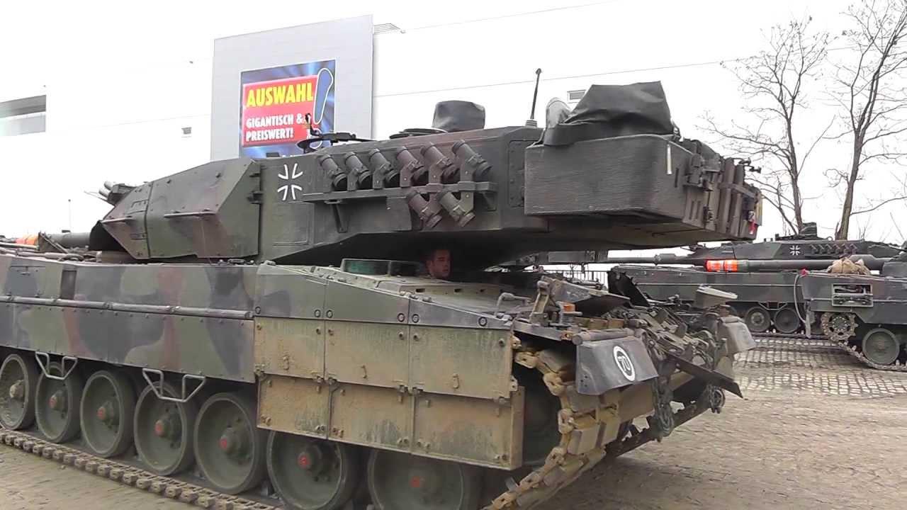 leopard 2 panzer endladung von der schiene auf die stra e. Black Bedroom Furniture Sets. Home Design Ideas