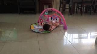 طفله عمرها ٣ شهور انظر ماذا فعلت😍😂