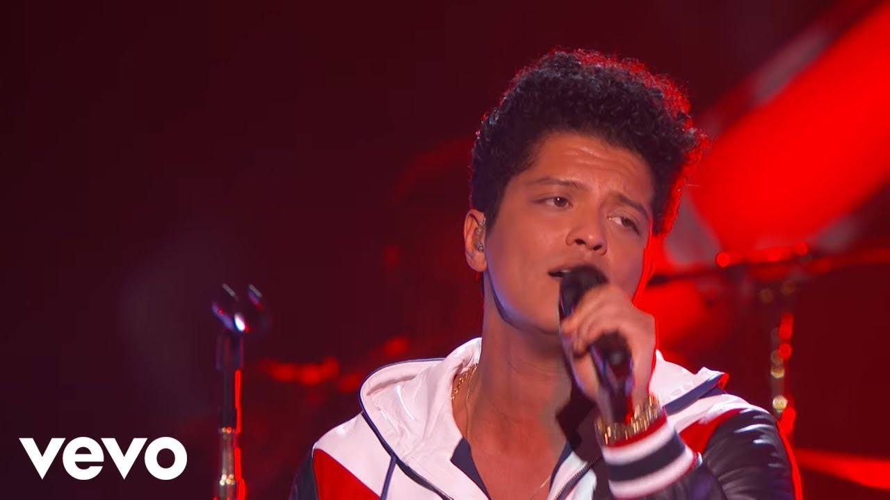 Bruno Mars - That's What I Like (LIVE from the 59th GRAMMYs) (Official Video)