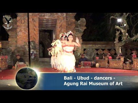 Bali - Ubud - dancers - Agung Rai Museum of Art