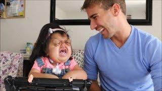 Syndrome seckel merupakan kelainan bawaan yang langka, hal tersebut ditandai dengan penundaan pertum.