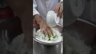 Vỏ bánh bao lá dứa nhân trà xanh trứng muối cách làm