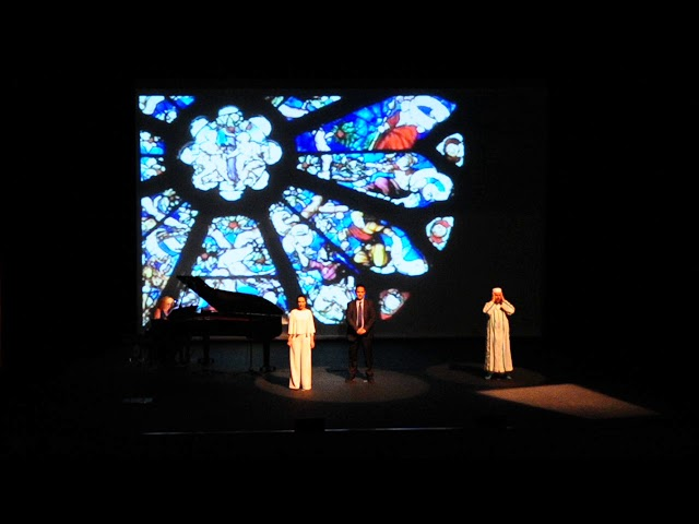 El Ave María y la llamada al rezo se funden en una muestra de multiculturalidad