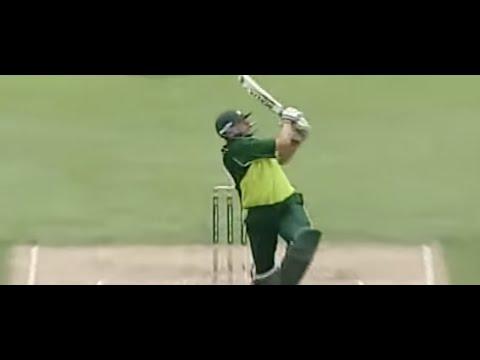 Shahid Afridi f*cks loudmouth Australia, 56* off 26 balls in 2004 thumbnail