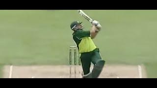 Shahid Afridi f*cks loudmouth Australia, 56* off 26 balls in 2004
