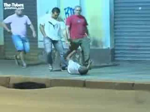 Brazilian taxi drivers conduct their own  Citizen s arrest