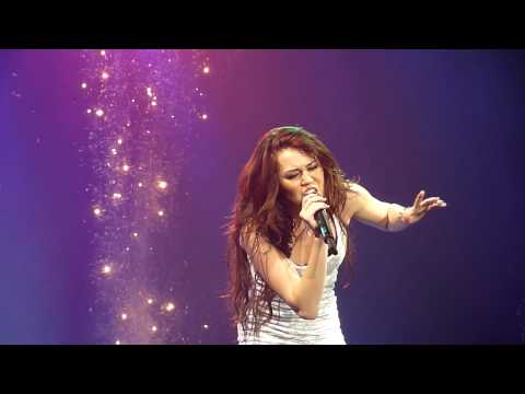 Miley Cyrus (HD) - The Climb (Wonderworld Tour, Live LG Arena Birmingham)