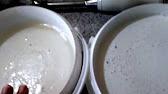 Как снять этикетку с новой посуды? - YouTube