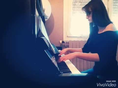 Clara plays titanic theme on piano