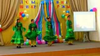 татарский национальный танец(видео было снято в Астраханской средней школе №2, в главных ролях ученицы 8