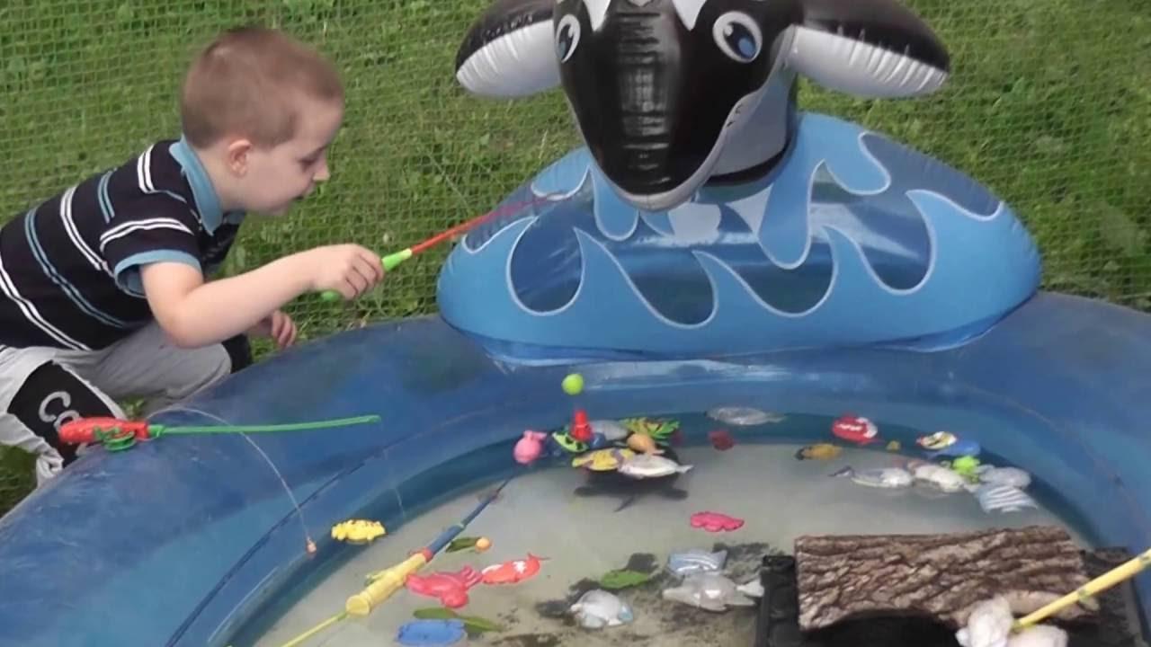 Ловить рыбу в бассейне