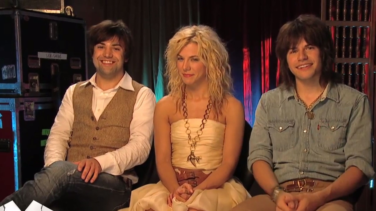 The Band Perry is very protective of one of the family members | CMA