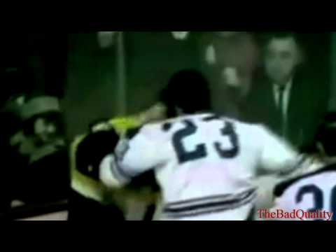 Bobby Orr fights Pat Quinn