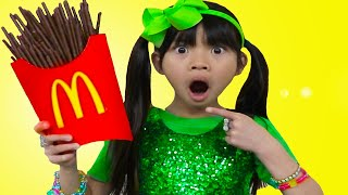 Emma  Pretend Play McDonalds | Happy Meal con Papas Fritas Chocolates