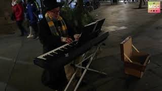 Poetic moment at the piano in the streets of Barcelona
